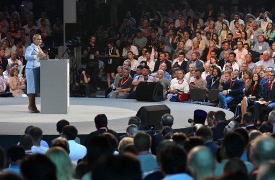 Julija Timosenko beszédet tart egy politikai fórumon Kijevben 2017 június 15-én #moszkvater