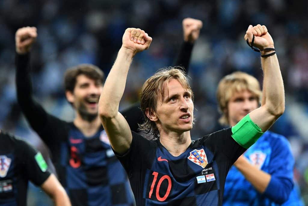 Luka Modric ünnepel társaival Nyizsnij-Novgorodban, miután 3-0-ra legyőzték Argentína válogatottját #moszkvater