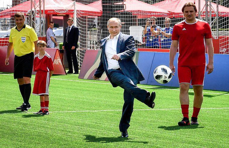 Vlagyimir Putyin kezdőrúgása a moszkvai Vörös téren 2018. június 28-án #moszkvater