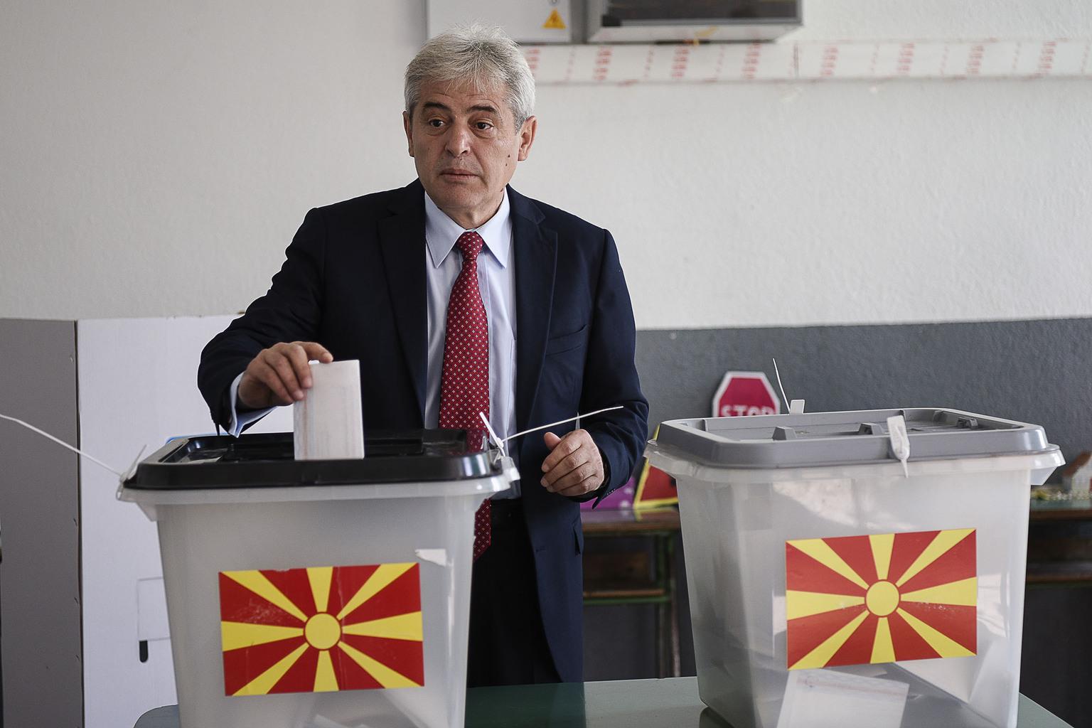 Ali Ahmeti a DUI elnöke szavaz 2018 szeptember 30-án a macedóniai Zajas faluban az ország névváltoztatására kiírt referendumon #moszkvater