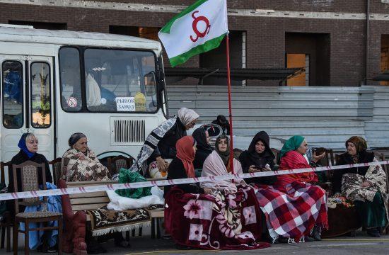 Ingus tüntetők tiltakoznak a szomszédos Csecsenfölddel megkötött területcsere miatt Ingusföld fővárosában Magasban, 2018. október 7-én #moszkvater