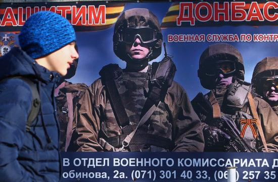 """""""Védd a Donbasszt"""" feliratú mozgósító plakát Donyeckben, 2018. november 15-én #moszkvater"""