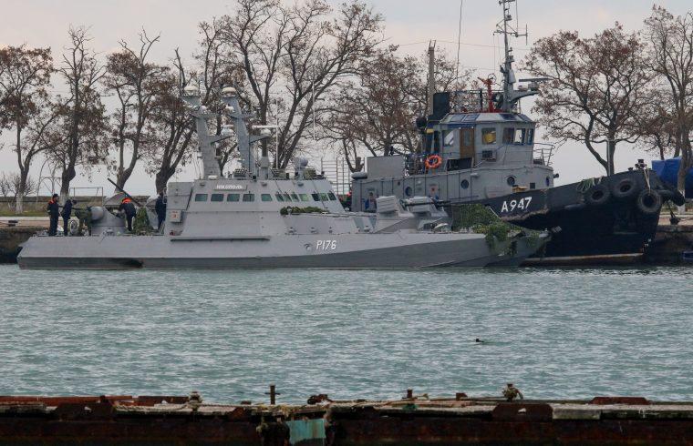 Az elfogott ukrán hadihajók Krímben, Kercs kikötőjében 2018. november 26-án #moszkvater