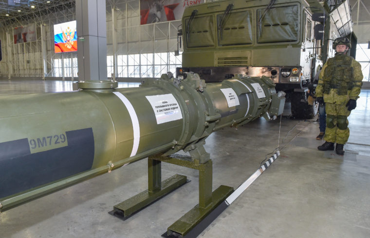 Az orosz védelmi minisztérium a moszkvai patrióta parkban mutatta be külföldi katonai attaséknak az amerikaiak által kifogásolt Iszkander-M 9M729 szárnyas rakétáját 2019. január 23-án #moszkvater