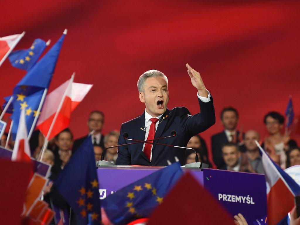 Robert Biedron melegjogi aktivista, politikus, Slupsk polgármestere a Tavasz párt (WIOSNA) varsói kampánygyűlésén 2019. február 9-én #moszkvater
