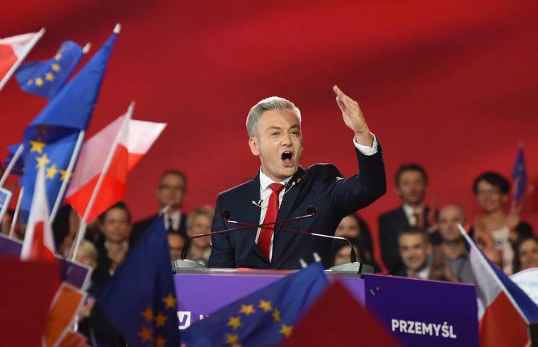 Robert Biedron melegjogi aktivista, politikus, Slupsk polgármestere mond beszédet a Tavasz párt (WIOSNA) első kongresszusán Varsóban 2019. február 9-én #moszkvater
