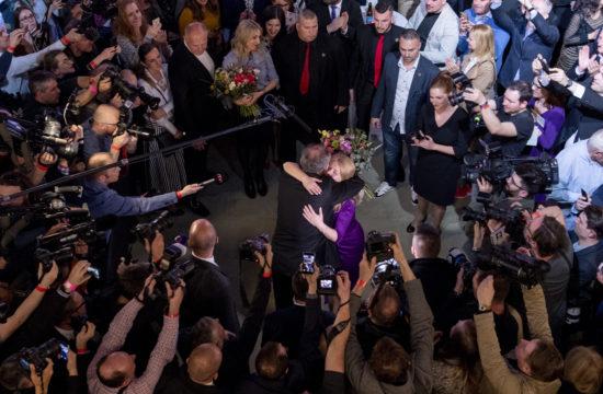 Andrej Kiska szlovák elnök gratulál Zuzana Čaputovának a szlovákiai elnökválasztás estéjén 2019. március 30-án Pozsonyban #moszkvater