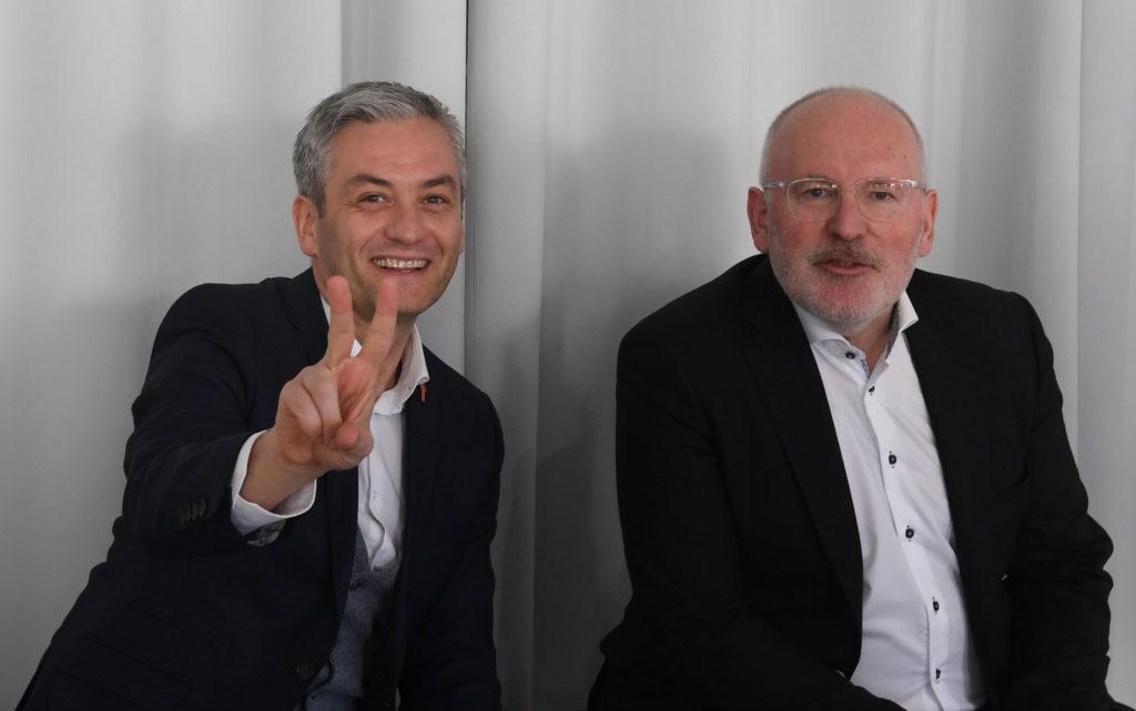 Frans Timmermans és Robert Biedron lengyelországi találkozójukon Varsóban 2019. április 7-én #moszkvater