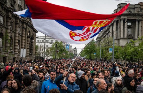 Aleksandar Vucsics ellen tüntetnek Belgrád belvárosában 2019. április 13-án #moszkvater