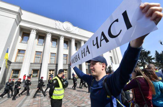 A nyelvtörvény megszavazásáért tüntetnek az Ukrán parlament előtt Kijevben 2019. április 25-én #moszkvater