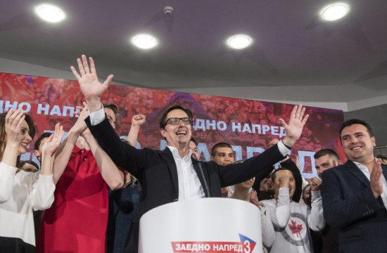 Az észak-macedóniai elnökválasztás második fordulójának nyertese Sztevo Pendarovszki, a kormányzó Macedóniai Szociáldemokrata Szövetségjelöltje Szkopjéban 2019. május 5-én #moszkvater