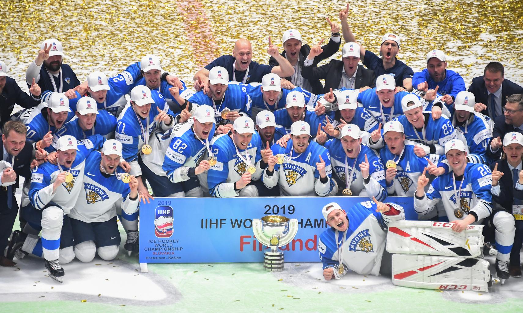 A győztes finn válogatott öröme az A-csoportos jégkorong világbajnokság döntőjében Pozsonyban, 2019. május 26-án #moszkvater