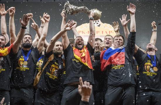 A Vardar Szkopje csapata ünnepel a Kézilabda Bajnokok Ligája 2019-es döntőjében, annak megnyerése után #moszkvater