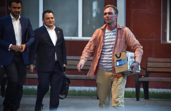 A kábítószer birtoklásáért letartóztatott Ivan Golunov oknyomozó újságírót 2019. június 11-én engedték ki Moszkvában fogságából Fotó:EUROPRESS/AFP/Vasily Maximov #moszkvater