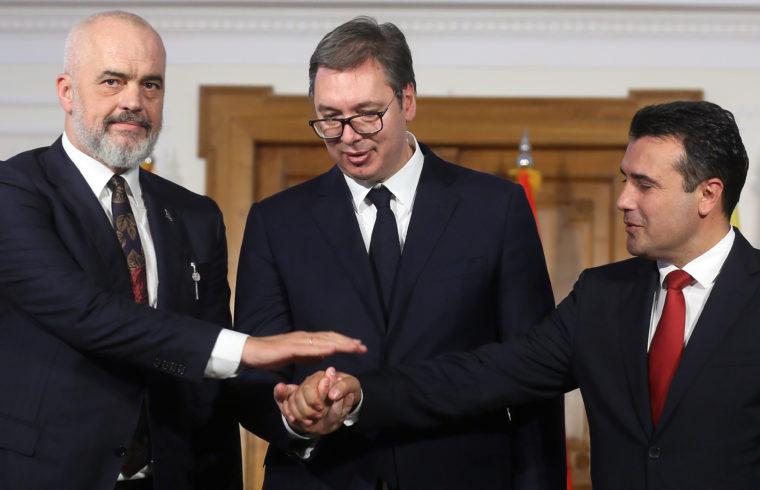 Edi Rama albán miniszterelnök, Alekszander Vucsics szerb elnök, valamint Zoran Zaev észak-macedón miniszterelnök találkozója a szerbiai Újvidéken 2019. október 10-én #moszkvater