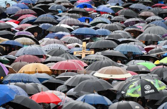Szerb ortodoxok tüntetése a montenegrói Nikszicsben a kormány által tervezett törvénymódosítás ellen 2019. decemberében #moszkvater