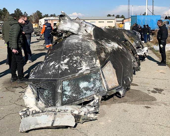 Az Ukrán Nemzetbiztonsági és Védelmi Tanács által 2020. január 11-én készített és közreadott felvételen az iráni fővárosban, Teheránban lelőtt utasszállító repülőgép roncsait vizsgálják a helyszínen Fotó:EUROPRESS/AFP #moszkvater