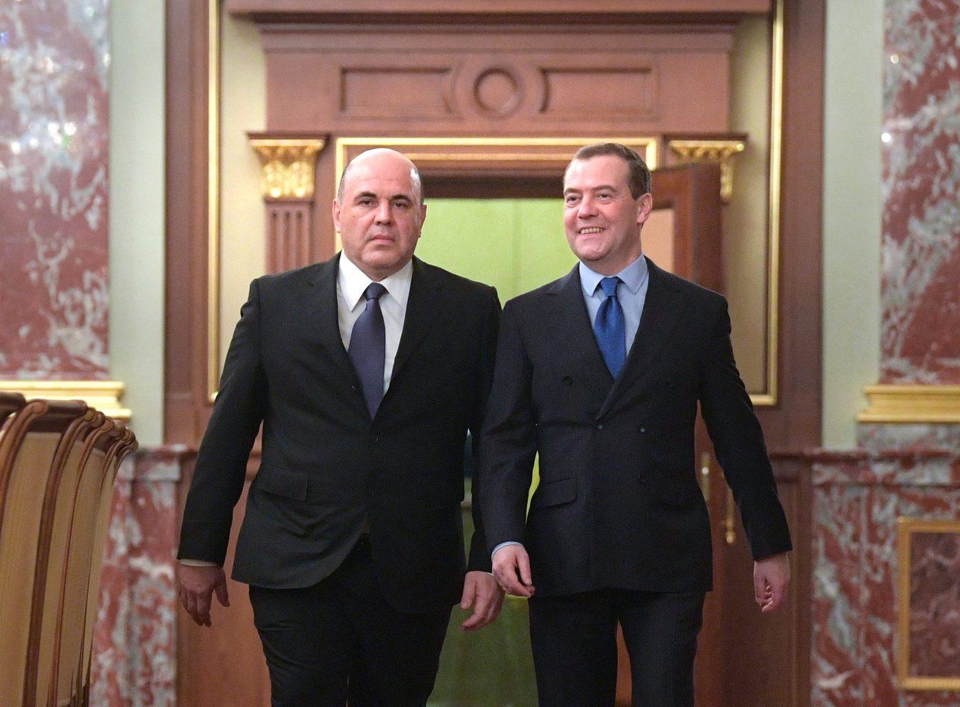 Mihail Misusztyin kinevezett és Dmitrij Medvegyev leköszönő kormányfő a Kreml folyosóján 2020. január-17én #moszkvater