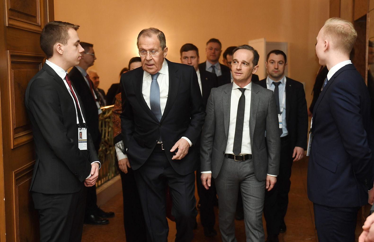 """""""A német védelmi miniszter nézeteivel ellentétesen ítélte meg a világpolitikai fejleményeket Szergej Lavrov. Az orosz külügyminiszter kiemelte, hogy a nemzetközi kapcsolatokat a """"barbarizálódás"""" jellemzi, és ennek a folyamatnak Moszkva az egyik fő kárvallottja"""" #moszkvater"""