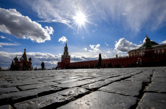 Szinte teljesen üres a moszkvai Vörös tér a koronavírus miatt 2020. március 19-én #moszkvater