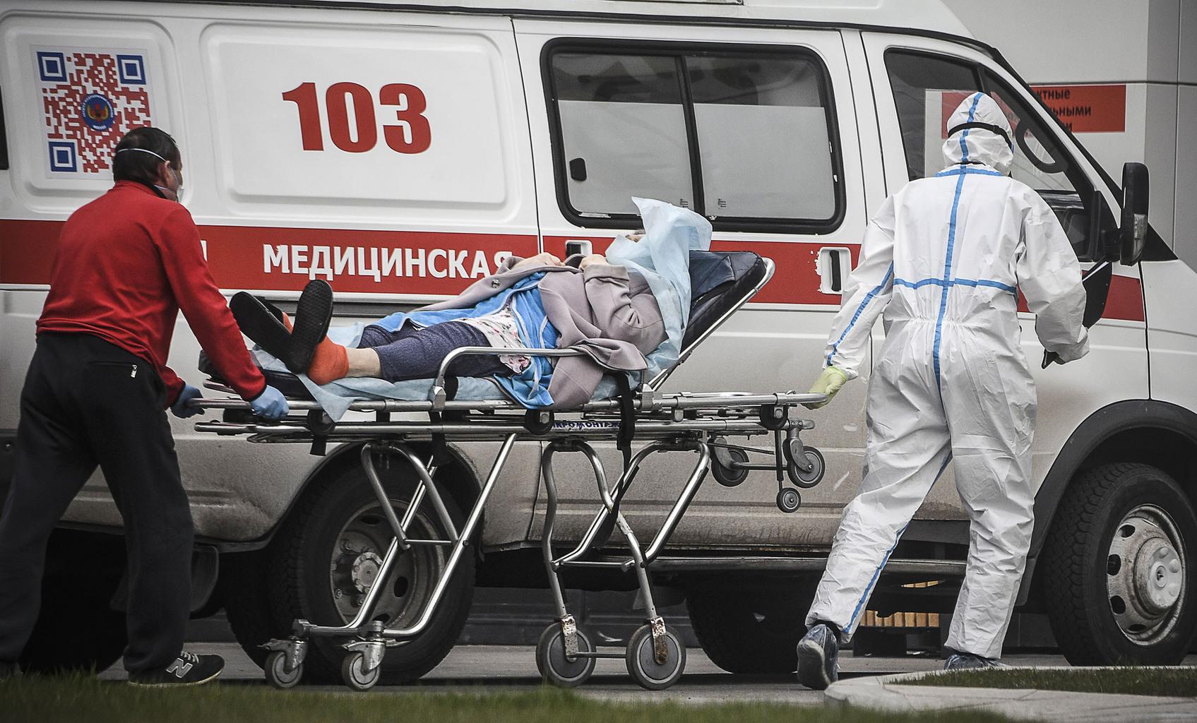 Koronavírusos beteget szállítanak kórházba Moszkvában 2020. április 27-én a mentők #moszkvater