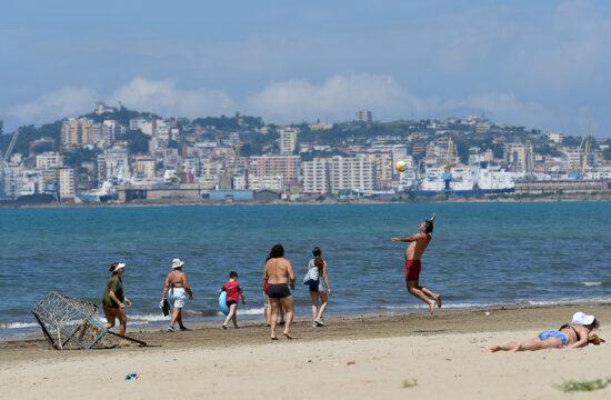 Nyaralók az albániai Durres strandján 2020. július 10-én #moszkvater