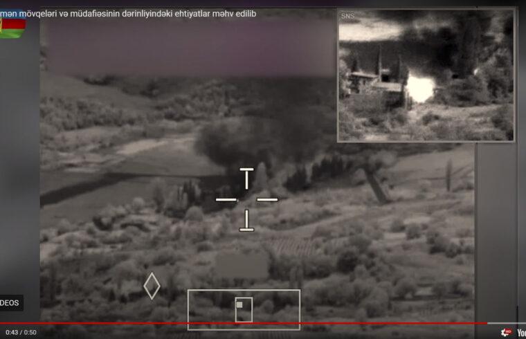 Az azerbajdzsáni Védelmi Minisztérium által 2020. július 14-én a YouTube-ba feltöltött videóból kivágott kép, amely azt mutatja, hogy az általuk elmondottak szerint lövéseket adtak le Örményország harci felszerelésének megsemmisítésére, parancsnoki posztra és hadi tartalékokra az azerbajdzsáni-örmény határon. Legalább kilenc katonát öltek meg 2020. július 14-én, amikor Azerbajdzsán és Örményország között három napon keresztül zajlottak összecsapások, annak ellenére, hogy nemzetközi korlátozások vonatkoznak mindkét országra. #moszkvater