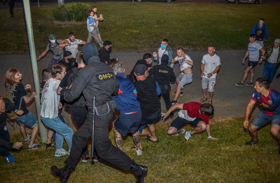 Minszk központjában összecsaptak a tüntetők a rendfenntartókkal a belarusz elnökválasztás estéjén, 2020. augusztus 9-én #moszkvater