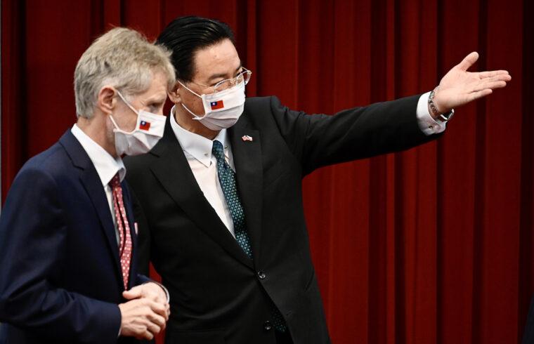 A cseh szenátus elnöke, Miloš Vystrčil és Joseph Wu tajwani külügyminiszter közös sajtótájékoztatójukon Tajpejben, 2020. szeptember 3-án #moszkvater