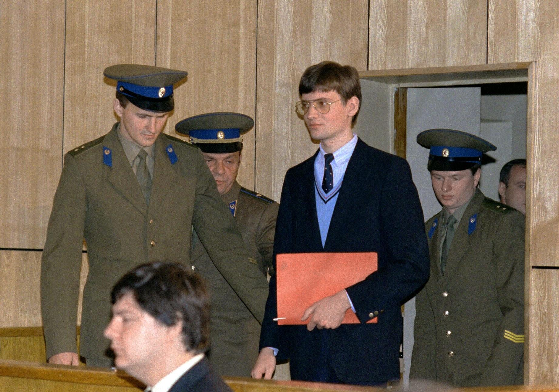 """""""A 19 éves fiatalembert 4 év munkatáborban letöltendő börtönbüntetésre ítélték, ami sokkolta nemcsak Rustot, hanem a nyugati világot is"""" #moszkvater"""