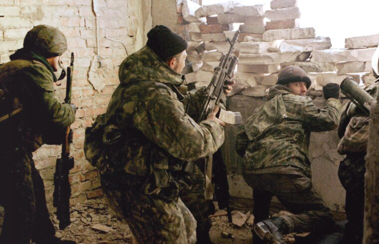 Orosz katonák lőállása Groznijban 1999 februárjában #moszkvater
