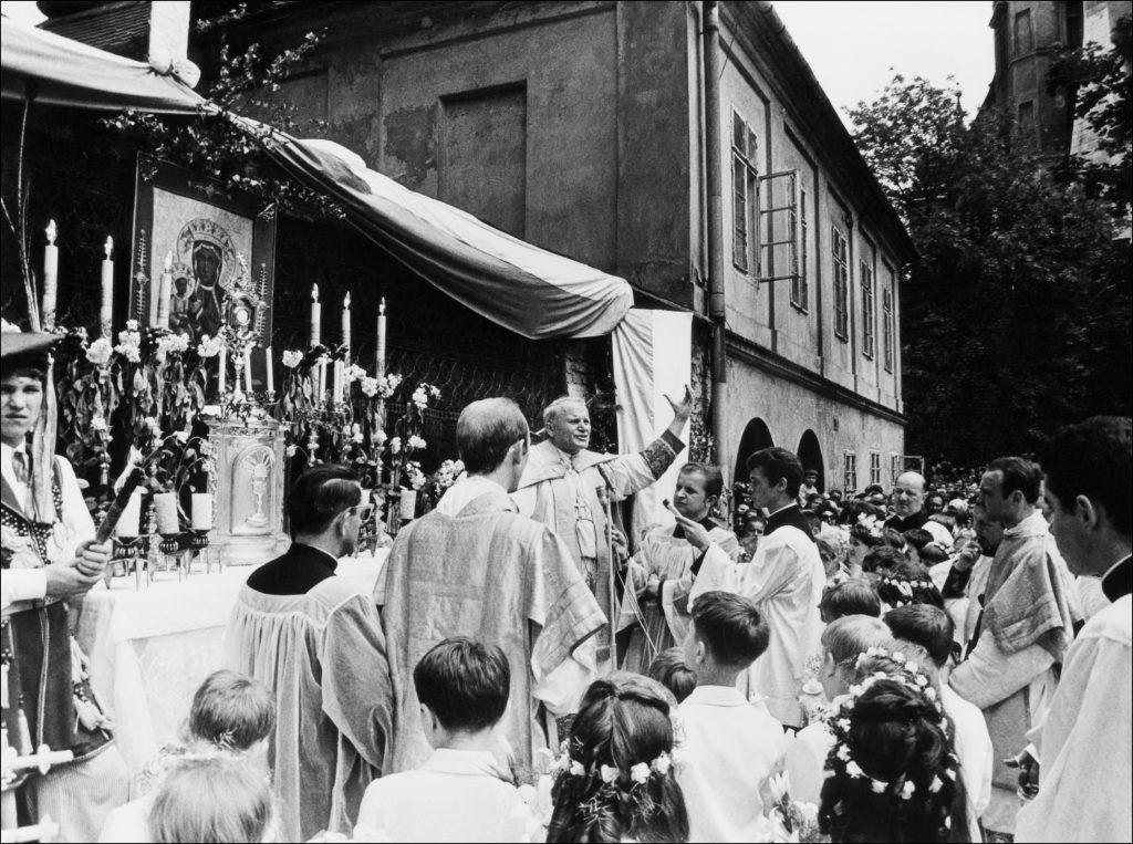 Karol Wojtyla, krakkói érsek miséje Krakkóban, szabad téren 1978 október elején. II. János Pál néven 1978. október 16-án szentelték pápává #moszkvater
