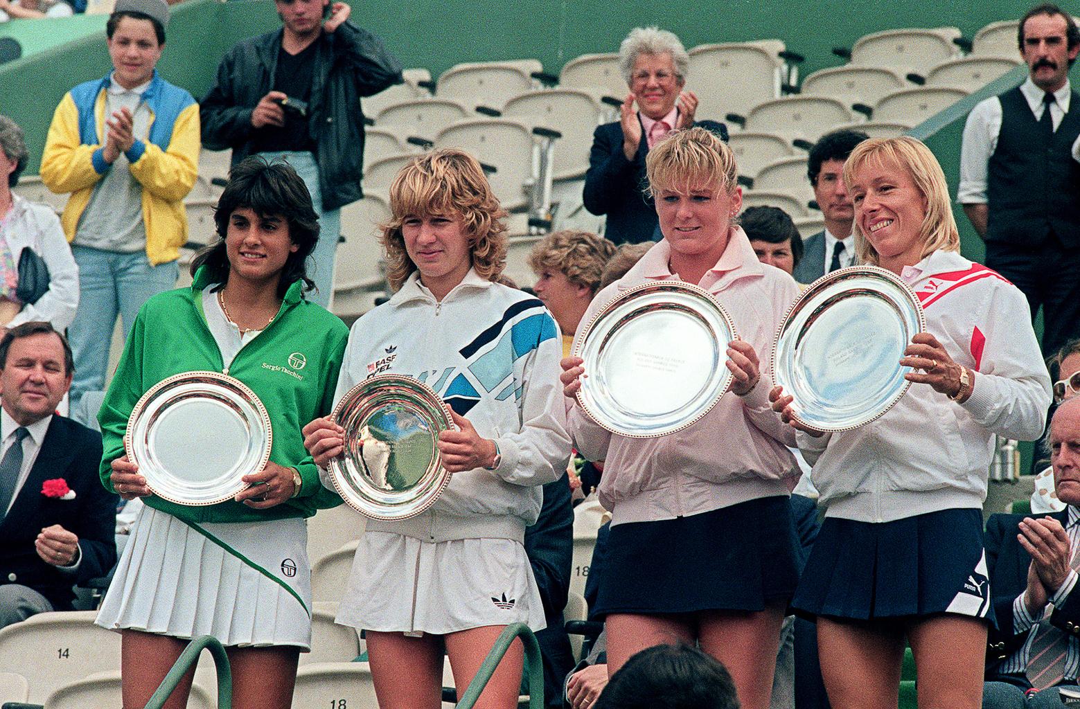 A Gabriela Sabatini - Steffi Graf és a Temesvári Andrea - Martina Navratilova női párosok a Rolland Garros 1986-os női párosának döntője után, amelyet a Temesvári - Navratilova páros nyert meg 6-1, 6-2-re #moszkvater