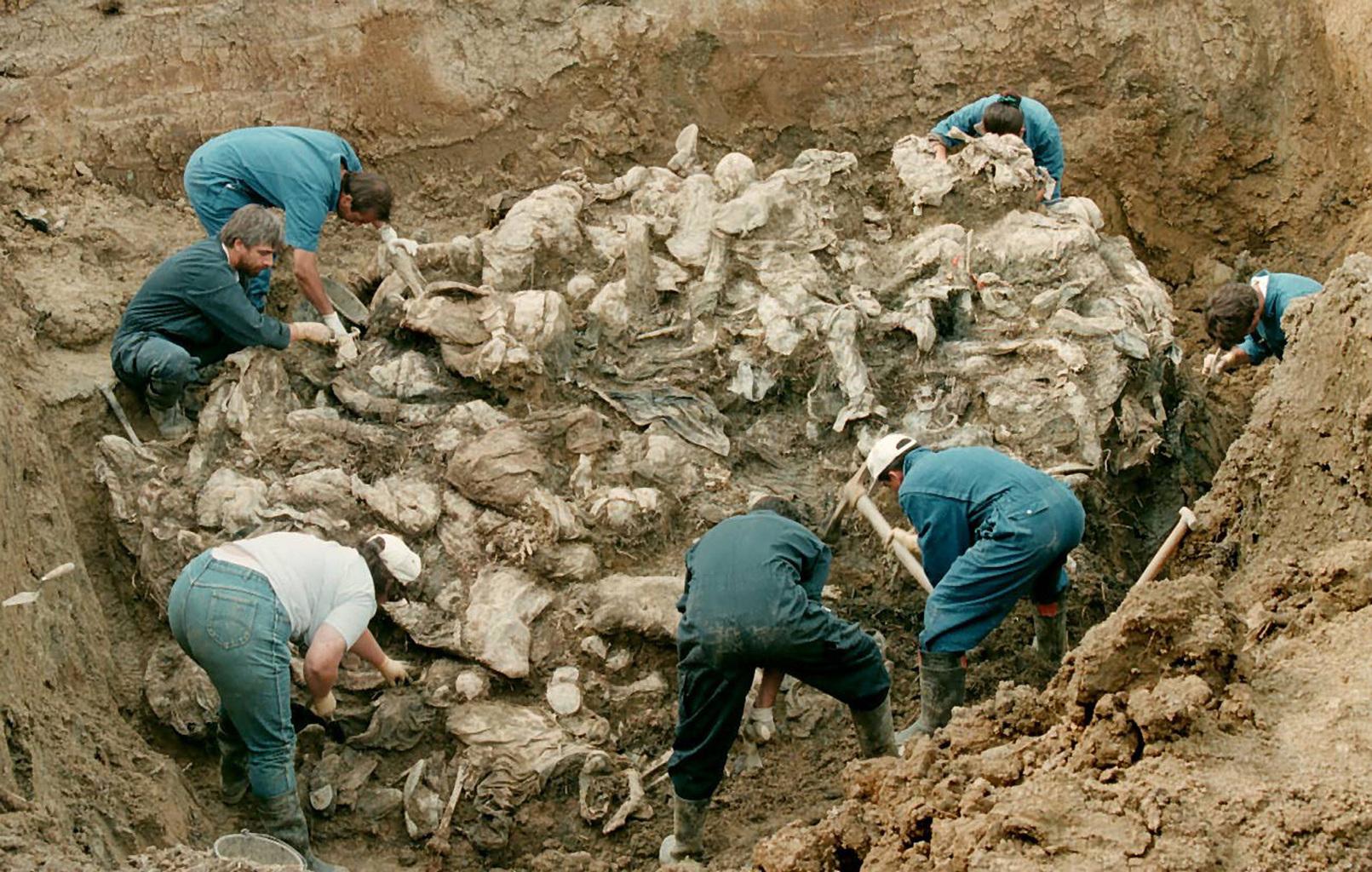 A srebrenicai tömegsír feltárása 1996-ban #moszkvater
