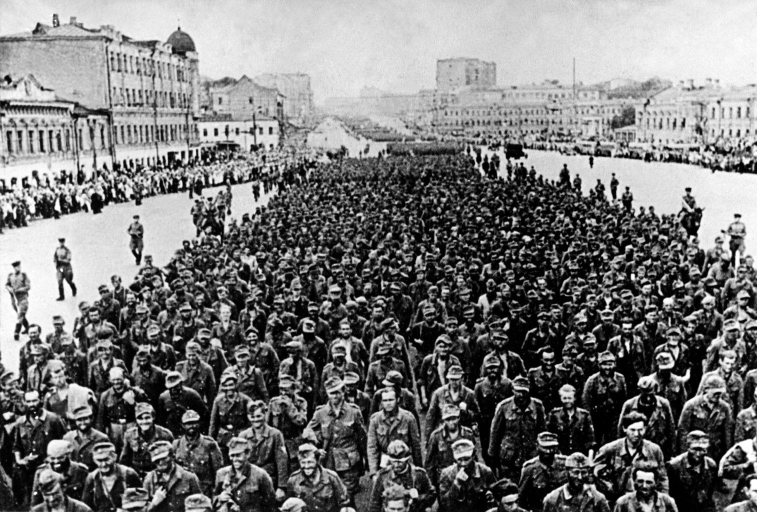 """A """"legyőzöttek menete"""" Moszkvában 1944. július 17-én #moszkvater"""