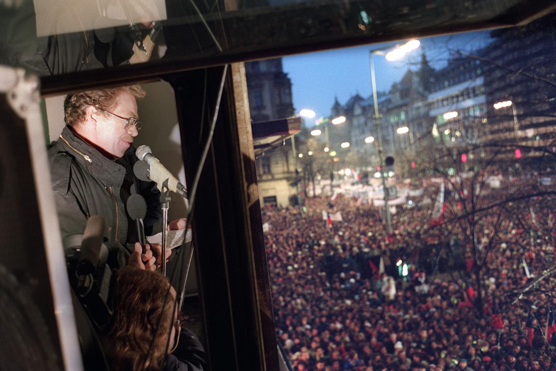 Václav Havel beszéde a tömeg előtt 1989. november 24-én Prágában #moszkvater