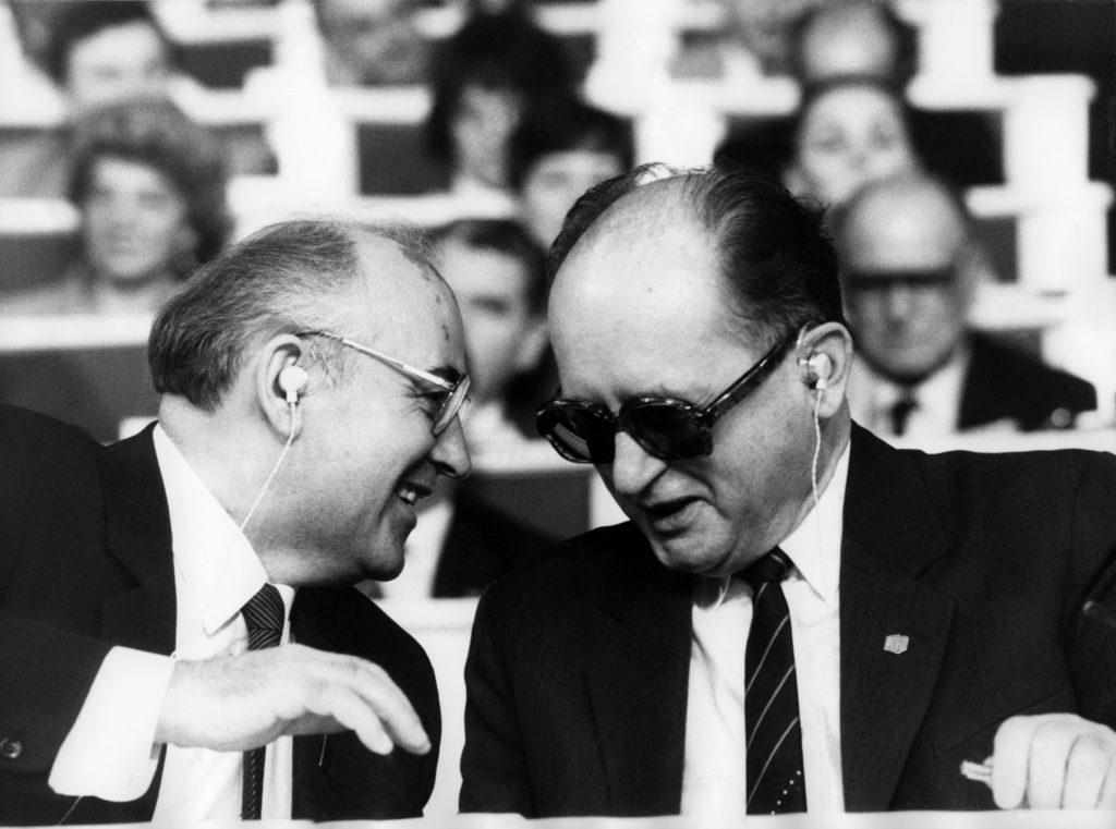 Mihail Gorbacsov és Wojciech Jaruzelski 1986-ban, Varsóban #moszkvater