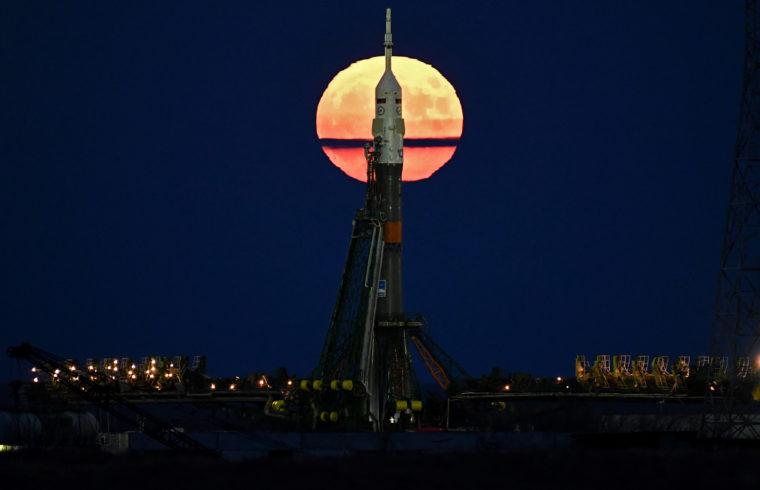 A NASA arra kéri a Roszkoszmoszt, hogy folytassák a közös repüléseket, méghozzá egy erre optimalizált Szojuzzal a jövőben már egyenesen a Holdra #moszkvater