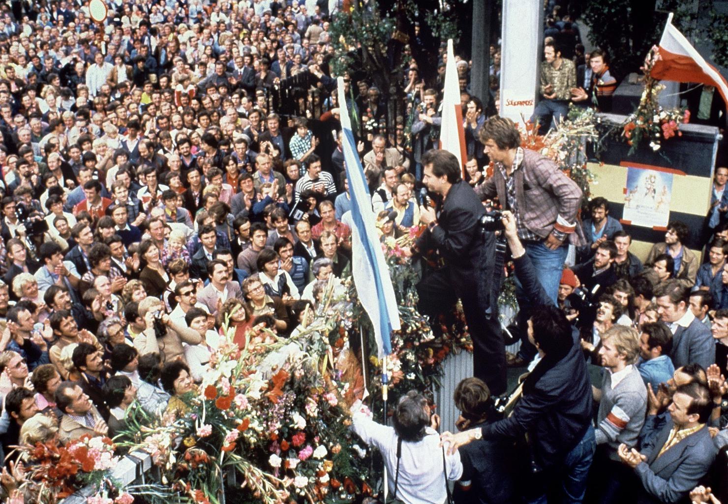 Lech Walesa beszél a gdanski Lenin hajógyárban a Szolidaritás szakszervezeti gyűlésén 1980. augusztus 25-én #moszkvater