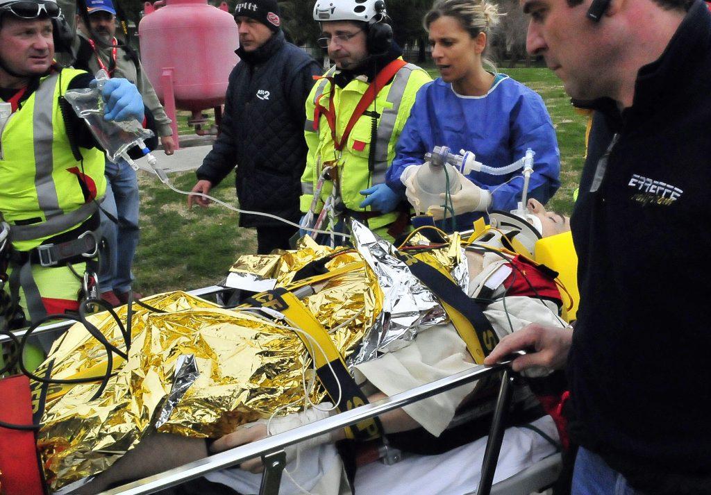 Robert Kubicát elszállítják a mentők a Ronde di Andora-i versenyen szenvedett súlyos balesete után 2011. február 6-án #moszkvater