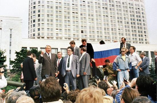 Borisz Jelcin a moszkvai Fehér Ház előtti barikádon 1991. augusztus 19-én #moszkvater