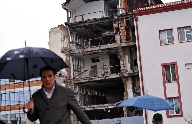 A Szerb Rádió és Televízió tizennyolc éve lebombázott épülete Belgrádban