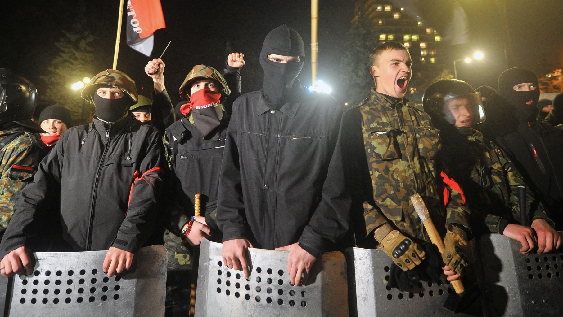 A Jobboldali Szektor tüntetése a kijevi Parlament előtt 2014-ben #moszkvater