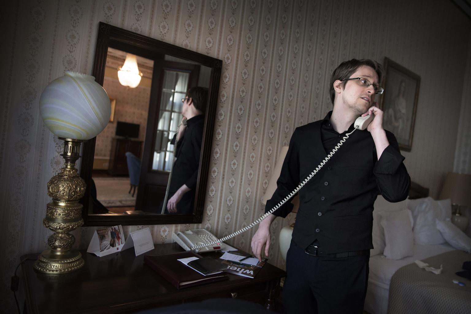 Edward Snowden 2015. október 21-én Moszkvában, a svéd Dagens Nyheter újsággal készített interjú során Fotó:EUROPRESS/Lotta Gardelin/Dagens Nyheter/AFP #moszkvater