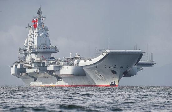 A kínai flotta egyik zászlóshajója a Liaoning hongkongi vizeken 2017-ben #moszkvater