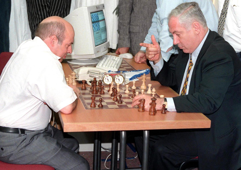 Natan Saranszkij és Benjamin Netanjahu sakkoznak Izraelben a választási kampány egyik eseményén 1999-ben #moszkvater