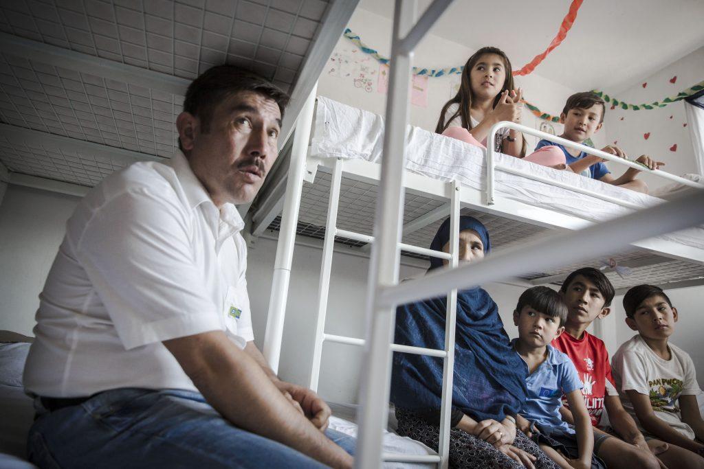 Afgán migráns család egy Belgrád közeli menekülttáborban 2017. augusztus 24-én #moszkvater