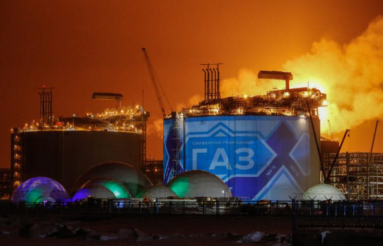 Kínai törekvés, hogy a széntüzelést fokozódó mértékben kívánják földgázzal kiváltani. LNG tartályok Oroszországban a Kara-tenger partján, az Északi-sark körzetében, Sabetta kikötőjében. #moszkvater