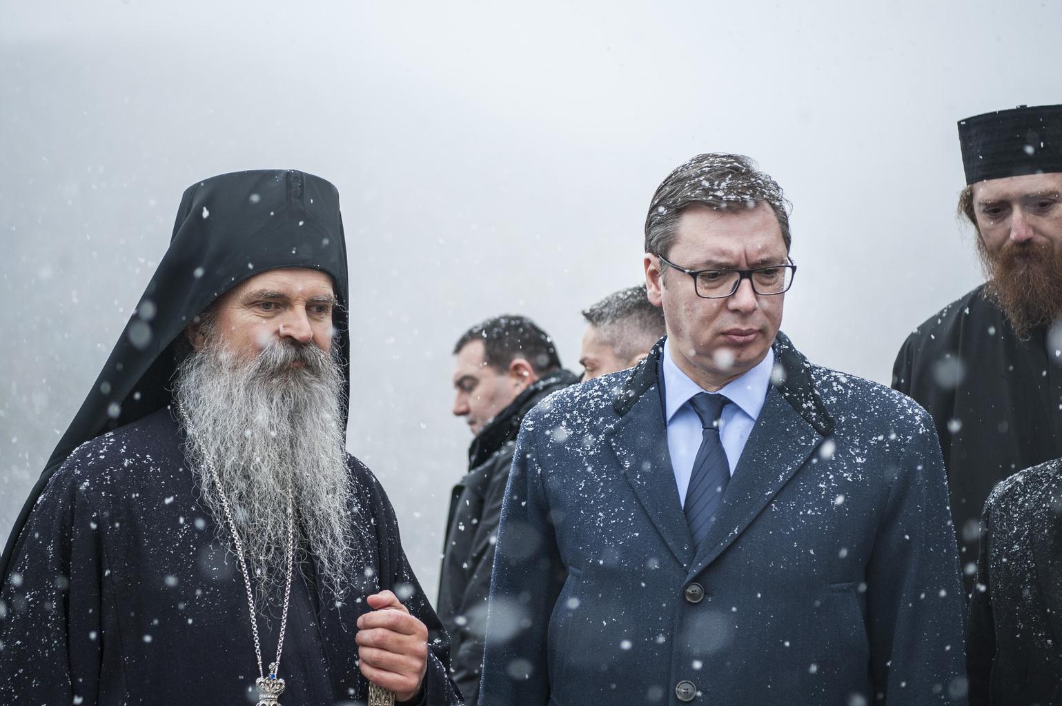 Alekszandar Vucsics szerb elnök Teodosije szerb ortodox püspök társaságában a mitrovicai Banjska kolostorban Fotó:EUROPRESS/AFP/Armend Nimani #moszkvater