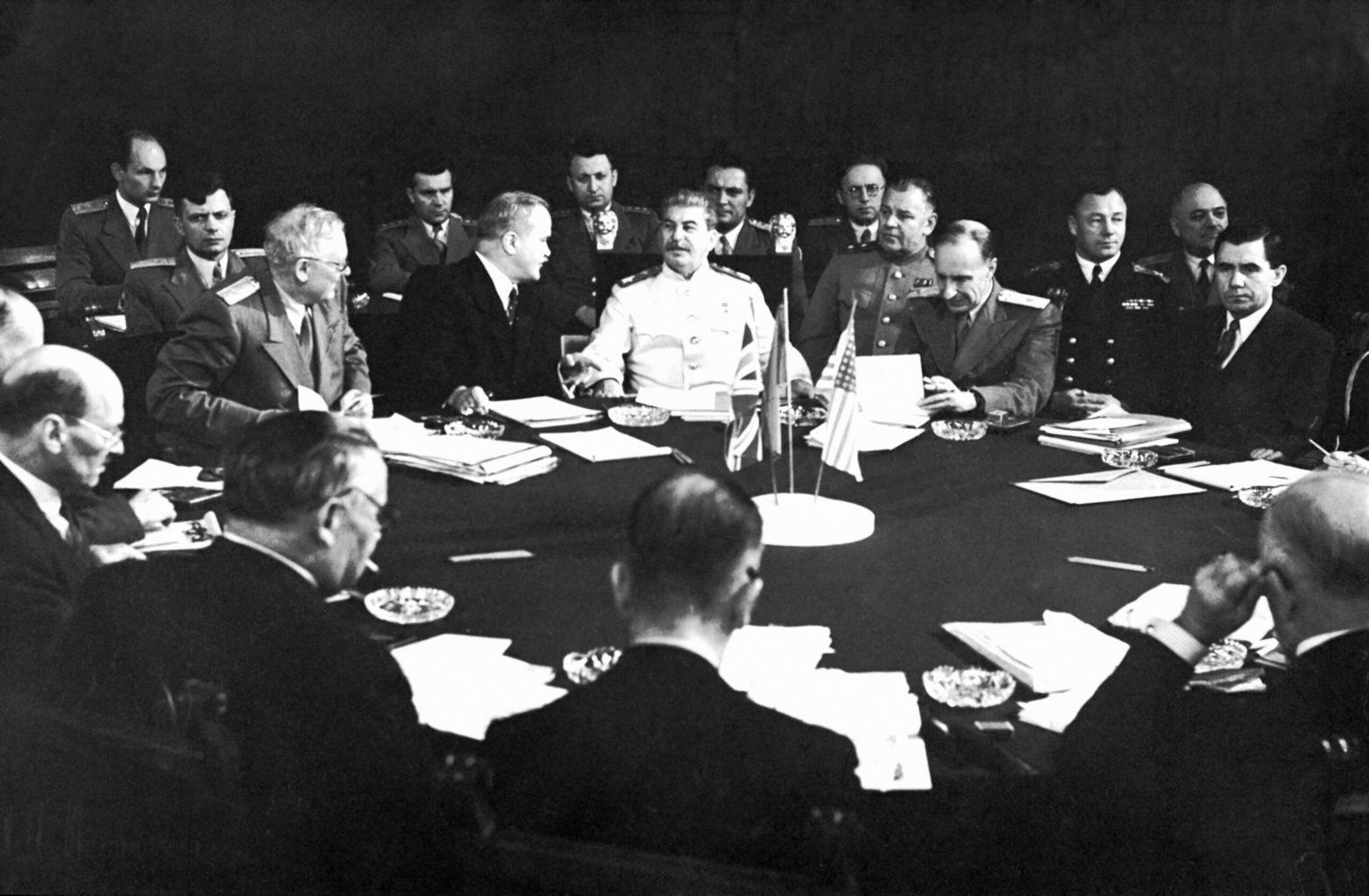Sztálin mindhárom nagyhatalmi konferencián, Teheránban, Jaltán és Potsdamban is ott ült a tárgyalóasztalnál #moszkvater